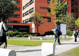 Institution featured at 70 percent quality 1106 shot of main campus buildings wolverhampton20120906 2 1hnb7hr