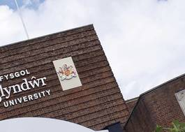 Institution featured at 70 percent quality 721 glyndwr university main entrance20120906 2 bwbcz7